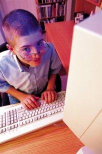 Dziecko przed komputerem