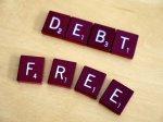 Wolny od długów, napis